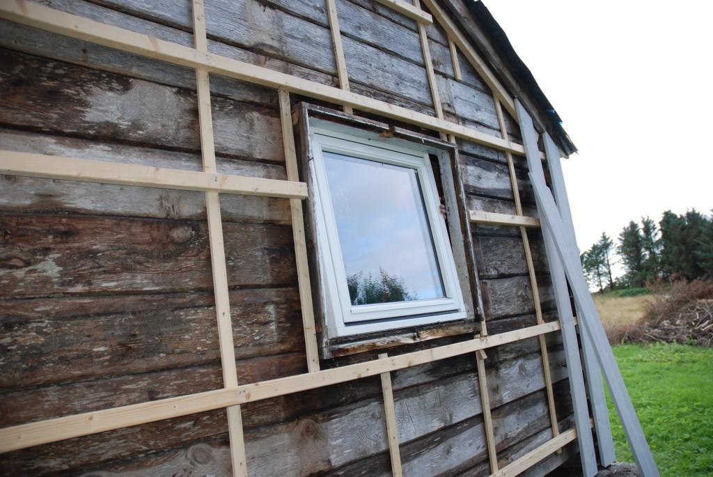 Plankefrues stabbur får nytt vindu