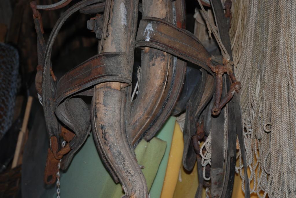 Gammelt hesteutstyr hos Plankefrue