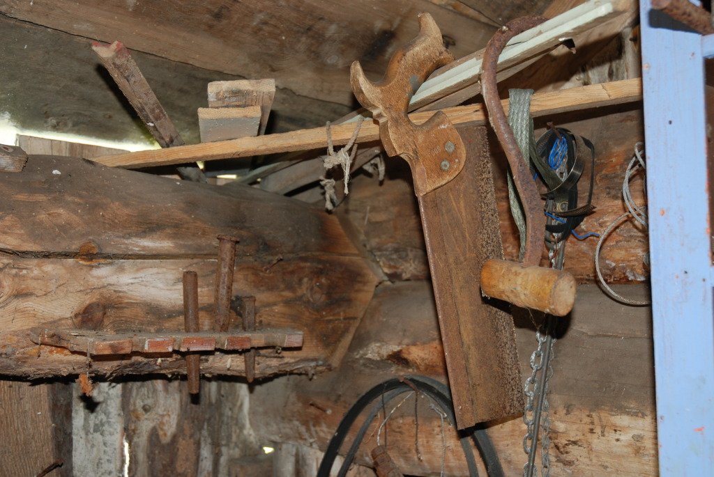 Gammelt verktøy i hopetall hos Plankefrue