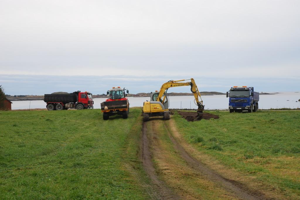 lastebilen kommer med grus til Plankefrue