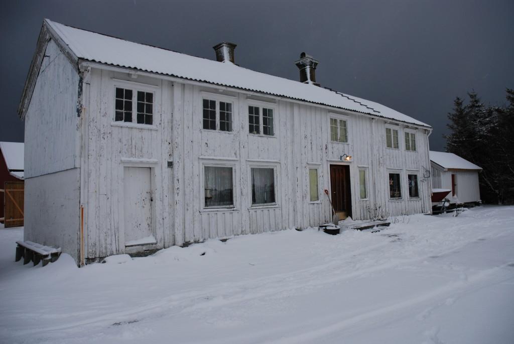 Snø på det gamle huset vårt